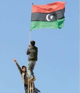 Protesters raise the old Libyan Flag in Tobruk